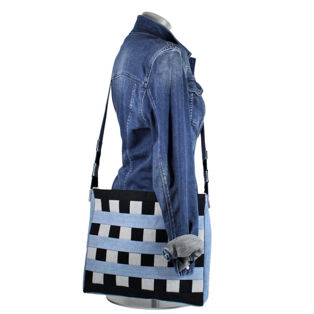 Schultertasche Heike im Jeans-Patchwork Muster