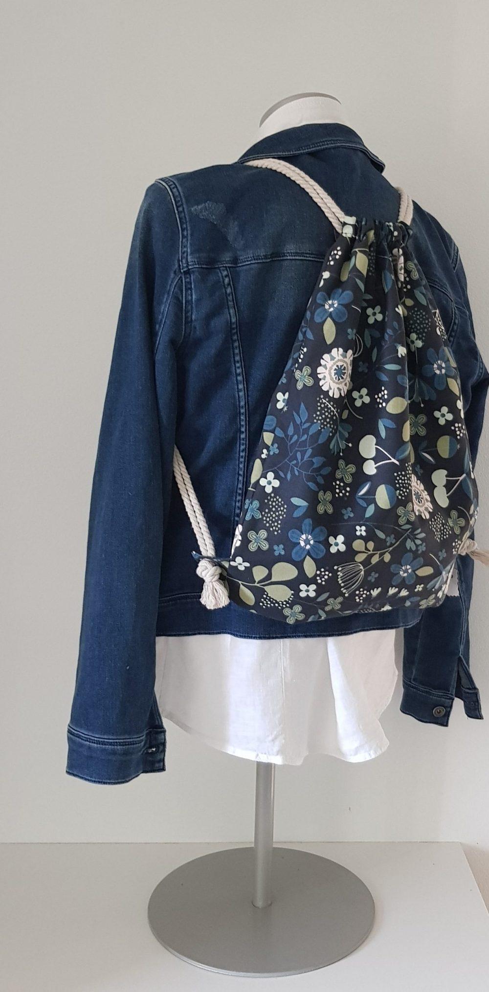 Rucksack Blume blau  scaled