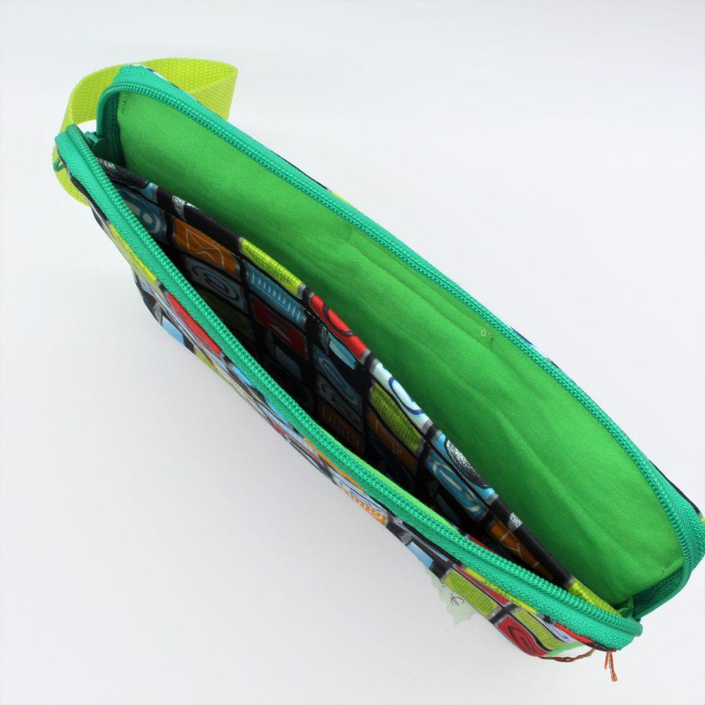 innen der grüne Tablet-Tasche