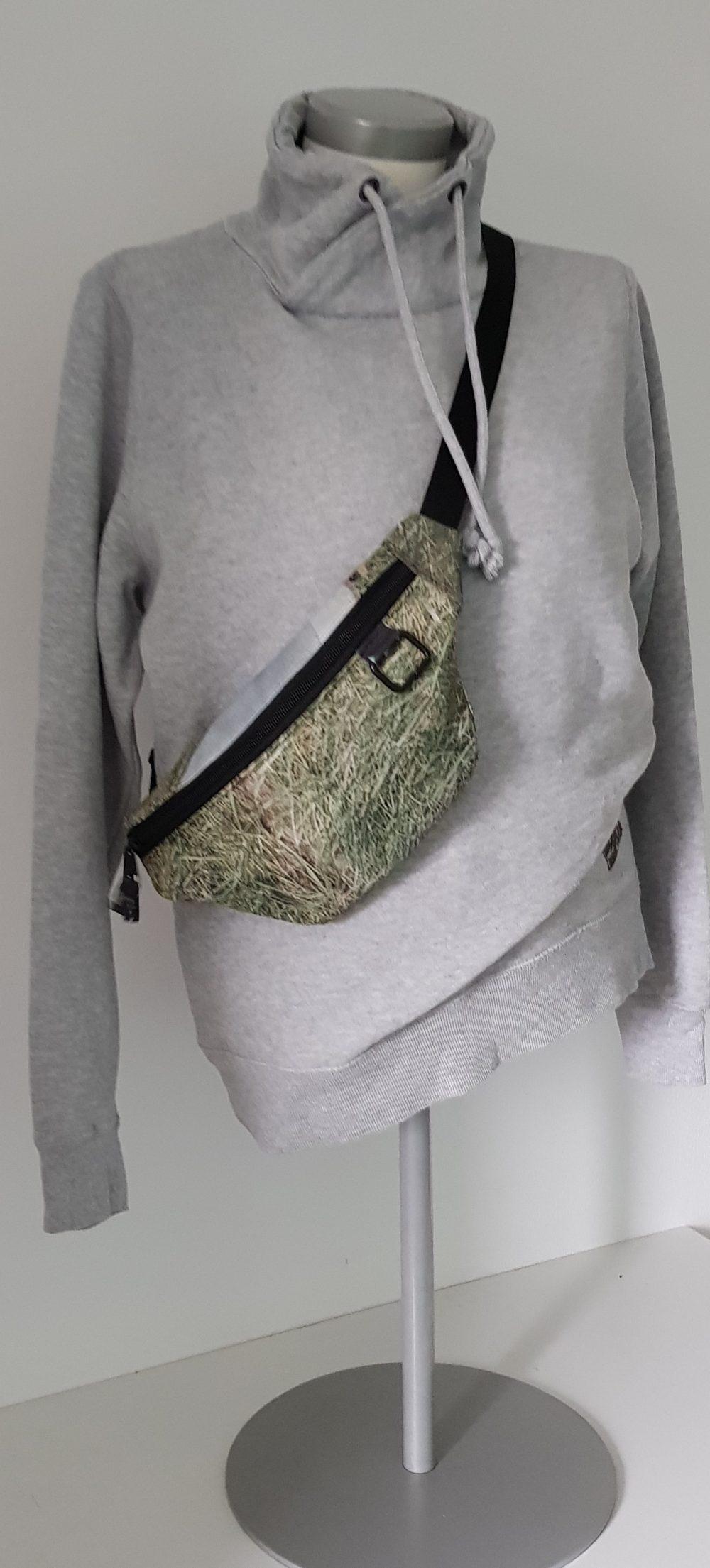 Hueft Guertel Tasche Mann Natur  scaled