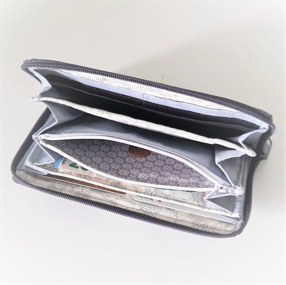 graues Portemonnaie seitlich