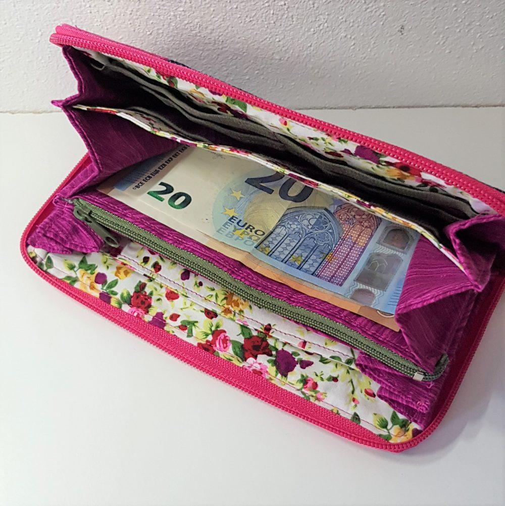 Geldbörse in Pink offen