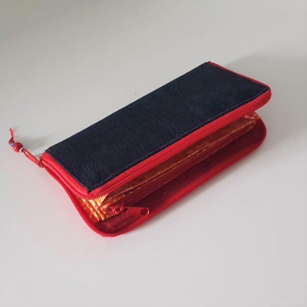 Geldbörse mit rot