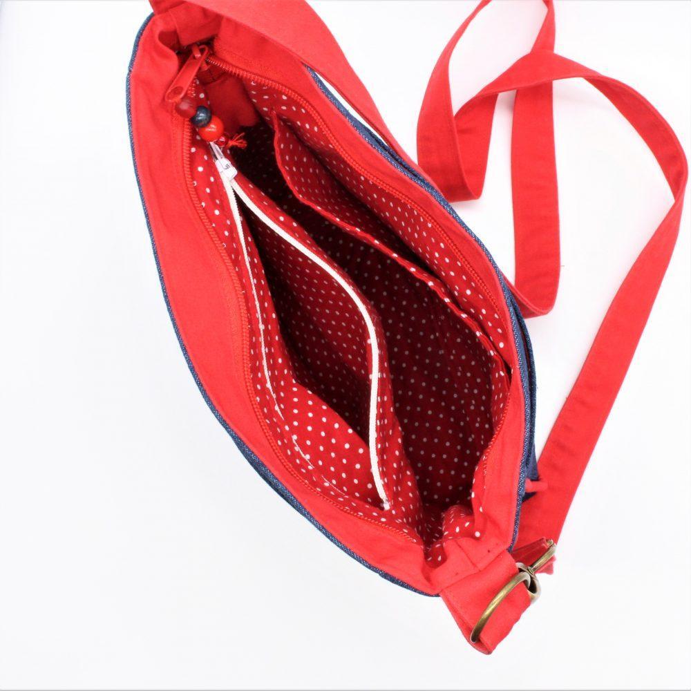 Jeanstasche mit roten Paspel