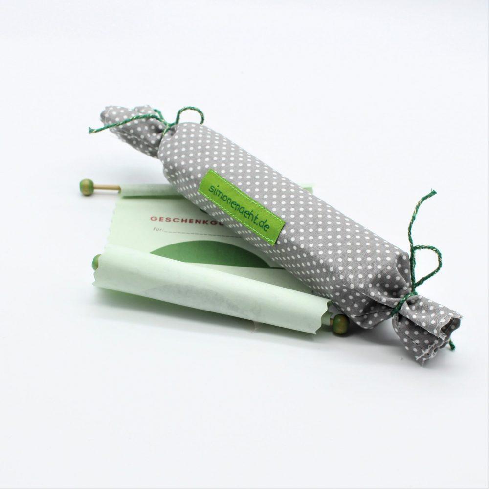 Geschenkgutschein mit handgefertigter Verpackung aus Baumwollstoff