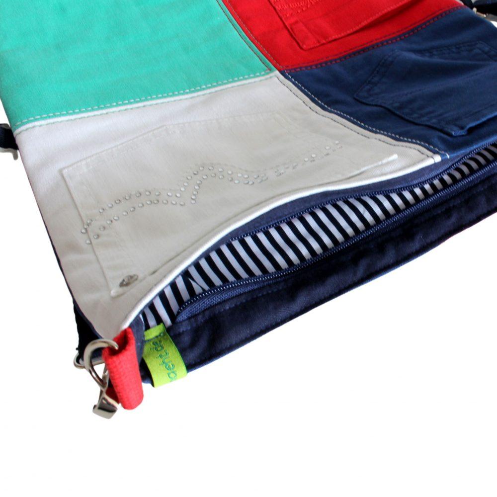 farbenfrohe Jeanstasche geöffnet