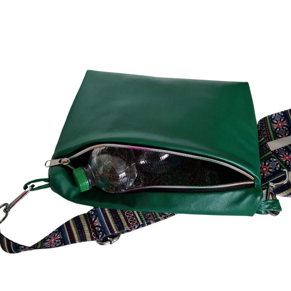 geräumige trendige Tasche in grün