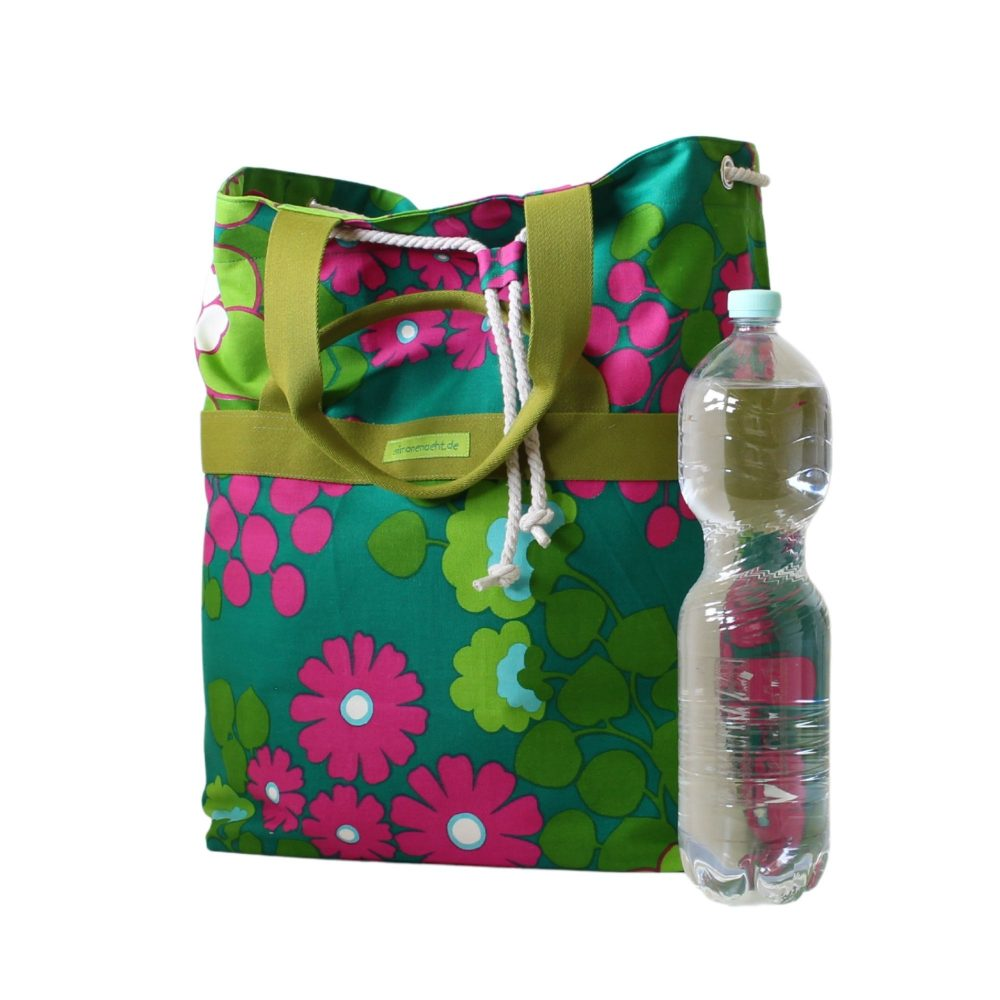 Freizeittasche mit grünen Gurtband